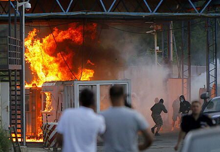 A border crossing between Serbia and Kosovo is set ablaze by hundreds of Serb youths, in Jarinje, on July 27, 2011.