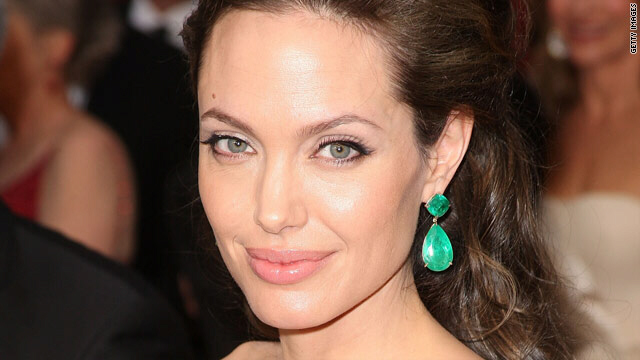 Angelina Jolie touches base with King Obama
