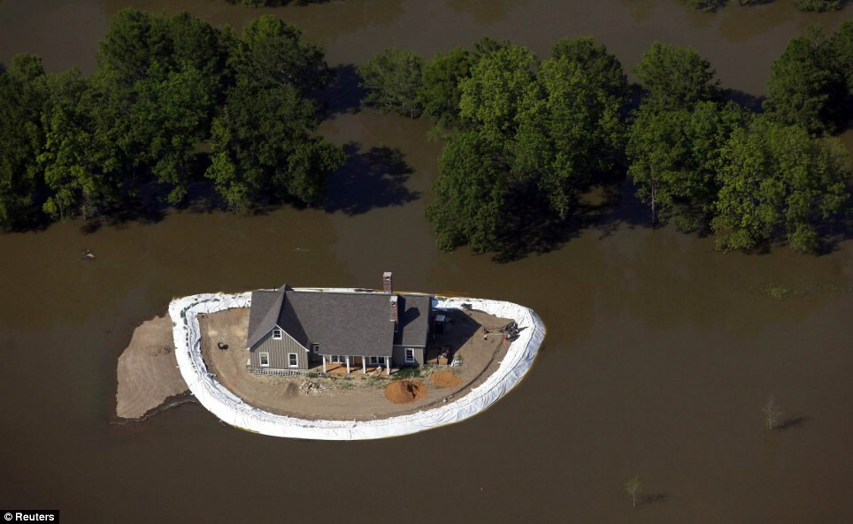 Another house island in the swollen Mississippi