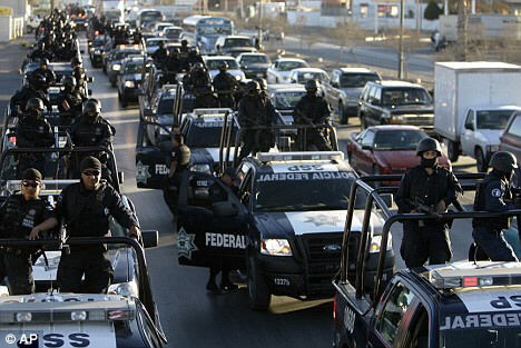 Armed Mexican police move to border city
