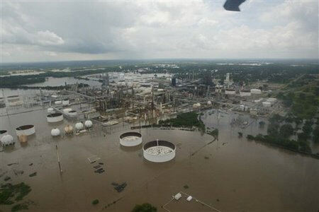 (AP) The Coffeyville Resources Refinery in  Coffeyville, Kan., is shown flooded Monday, July 2, 2007.