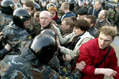 Demonstrators beaten up by Belarus police in anti-Lukashenko protest