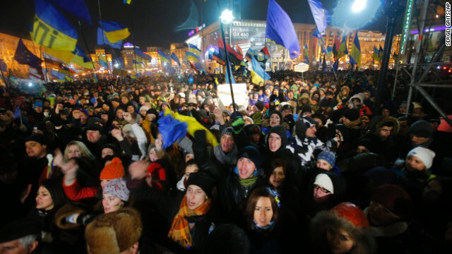 Demonstrators take to streets in center of Kiev on November 28