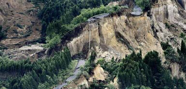 Earthquake in Japan caused roads to collapse