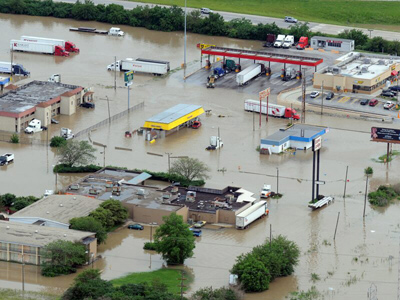 Flood waters rise around the Pilot Truck stop
