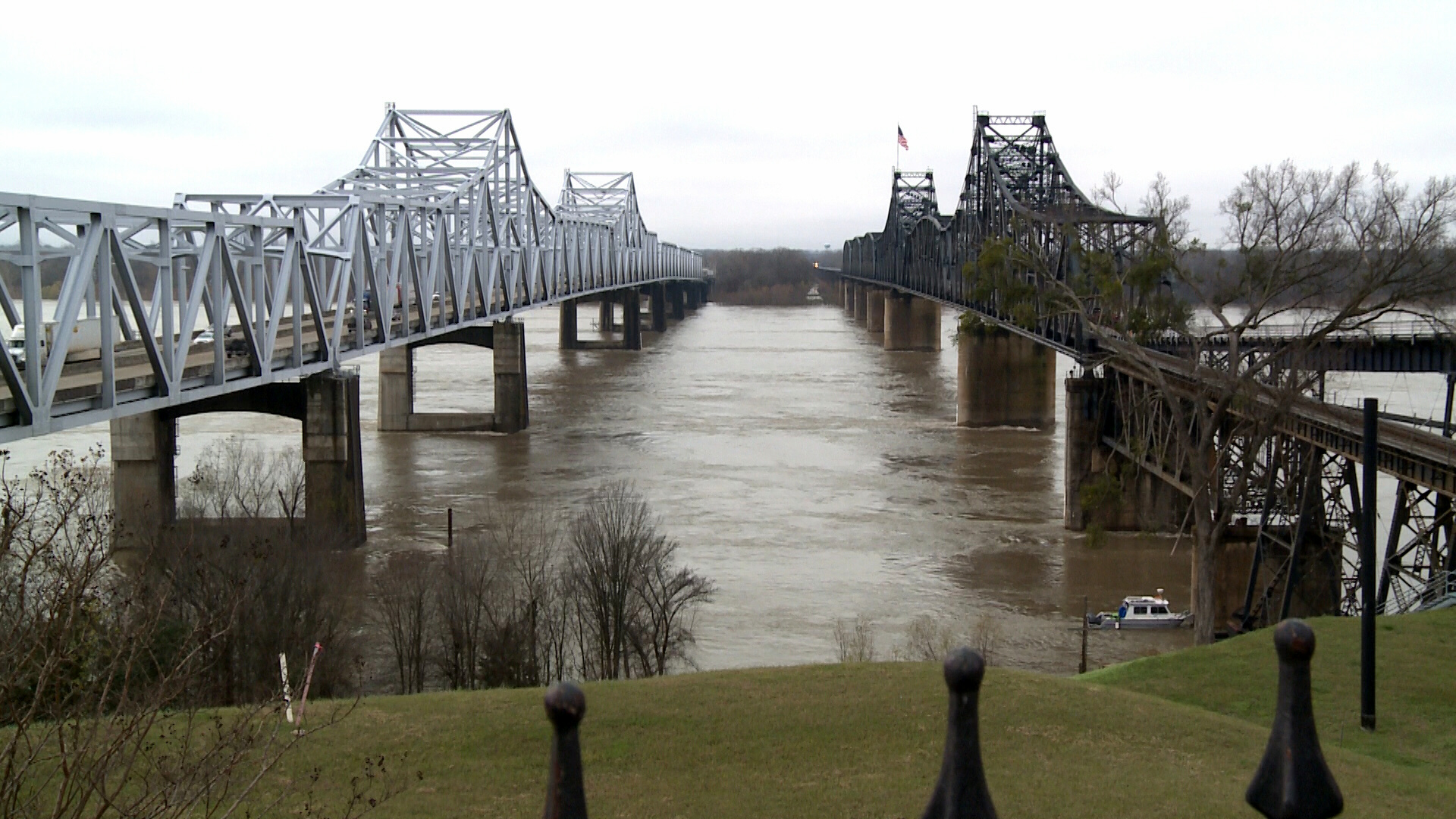 Flooding worsens as Mississippi River continues to rise