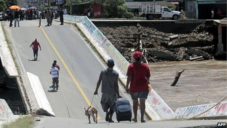 Floods brought down a bridge in Guerrero state