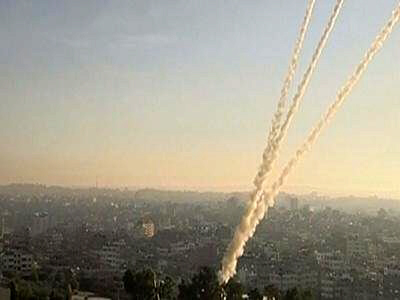 Gaza launches rockets at Tel Aviv