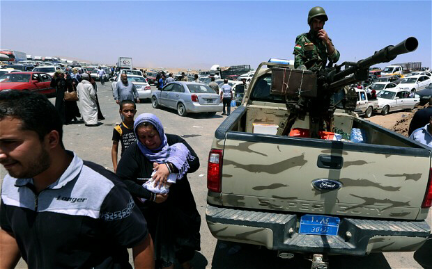 Iraqi families fleeing violence in the northern Nineveh province