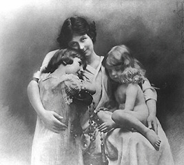 Isadora Duncan and children Deirdre and Patrick