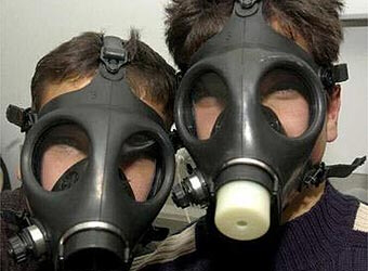 Israelis in gas masks