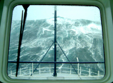 Killer wave approaches cruise ship
