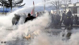 Kosovo police used water canon to disperse activists