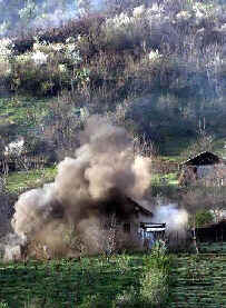 Macedonian forces destroy ethnic Albanian homes