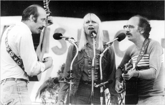 Mary Travers singing with Peter, Paul and Mary