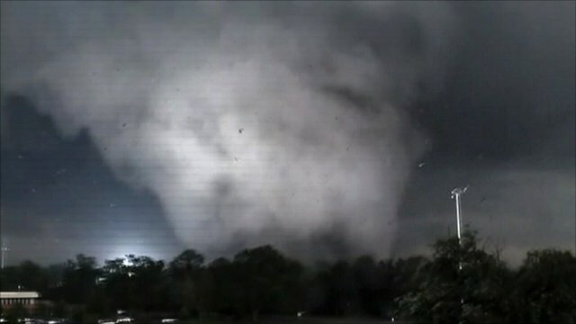 Monster tornado that tore through Tuscaloosa was a mile wide