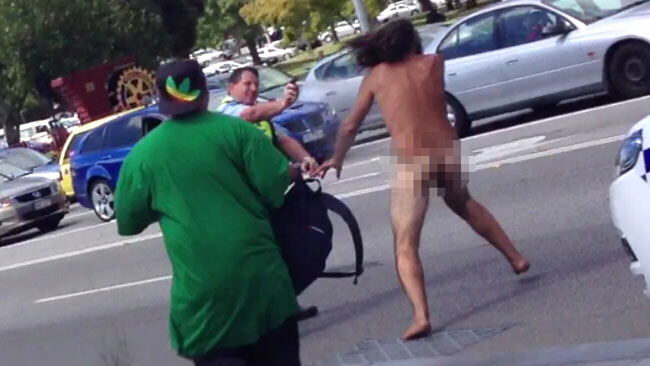 Pepper spray has no effect on wild, naked Aussie man - June 12, 2013