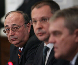 The Head of the National Security Agency Petko Sertov (left), PM Stanishev (middle), and Interior Minister Petkov were all present at the National Security Council meeting on Kosovo Tuesday. Photo by Yuliana Nikolova (Sofia Photo Agency)