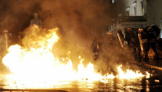 Petrol bombs exploded during demonstration in Athens