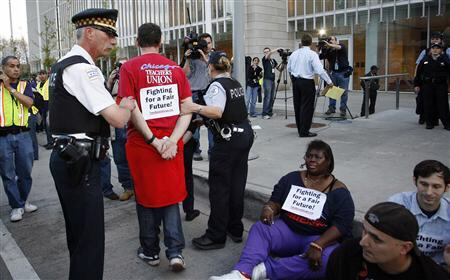 Police arrest Chicago protesters