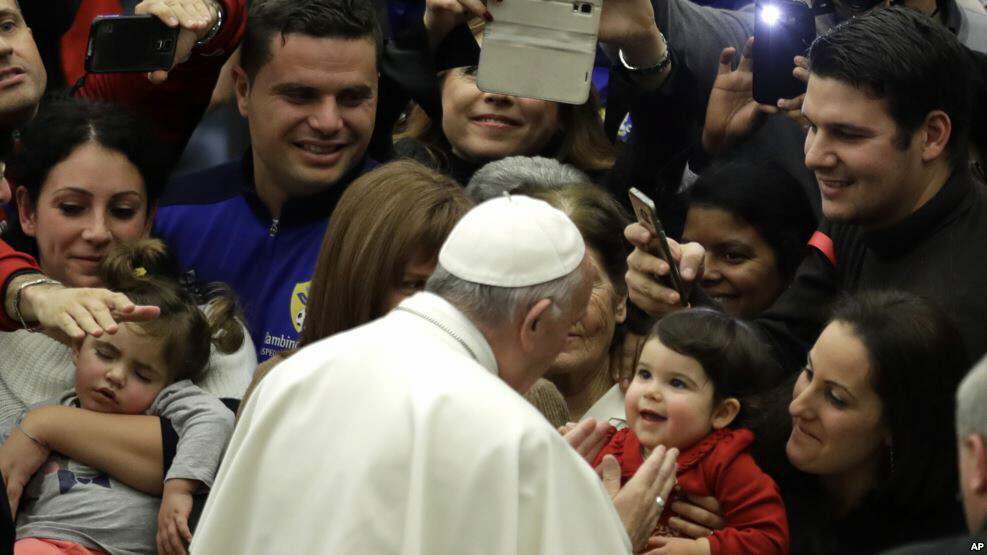Pope Francis cheered by faithful at pediatric hospital in Paul VI hall