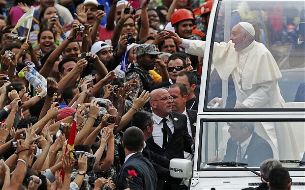 Pope Francis greets crowd of faithful in Rio de Janeiro