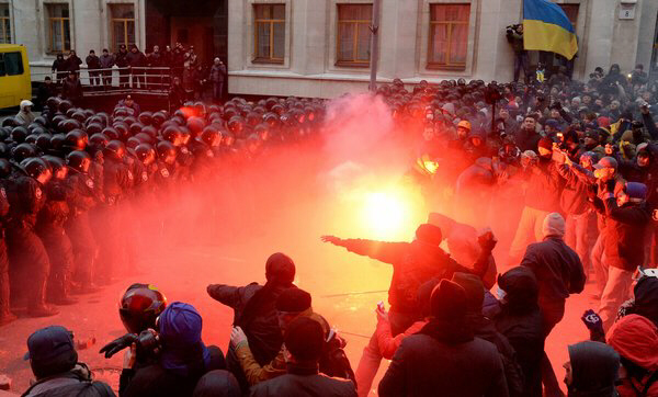Protesters clash with police outside the office of President Viktor Yanukovich in Kiev