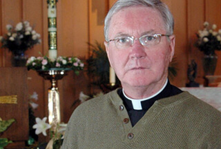 Rev. James Scahill calls on pope to resign
