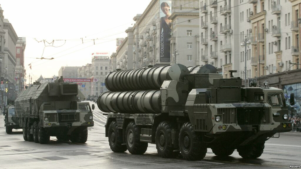 Russian S-300 anti-missile rocket systems in streets of Venezuela