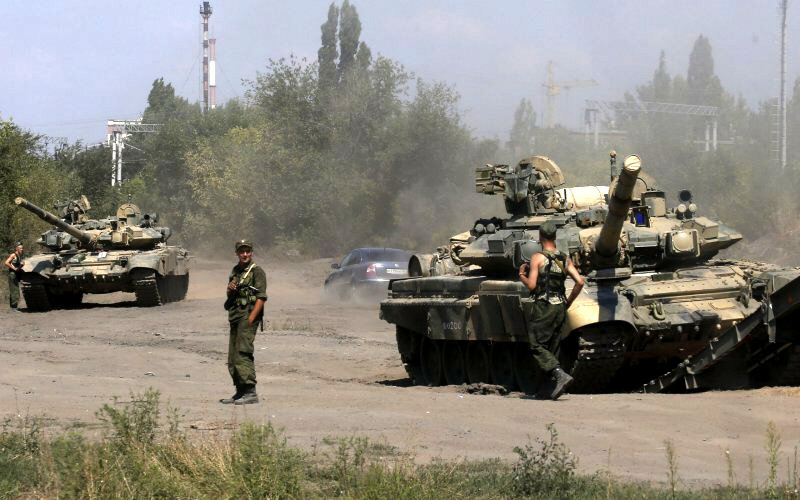 Russian tanks rolling into eastern Ukraine