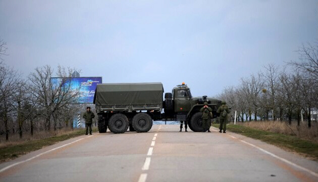 Russian troops block way to the military airport in Sevastopol