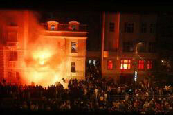 Serbs burn the U.S. embassy in Belgrade