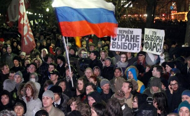 Several thousand rally against Putin in Moscow 12-6-11