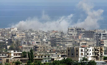 Smoke billows from heavy shelling in the Palestinian refugee camp of Nahr el-Bared