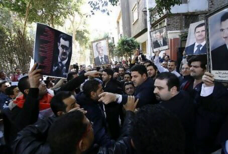 Syrians supporting and opposing Bashar al Assad clash