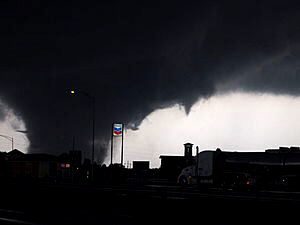 Tornado rips through Tuscaloosa, Ala