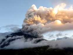 Tungurahua volcano erupts Thursday 17 August 2006