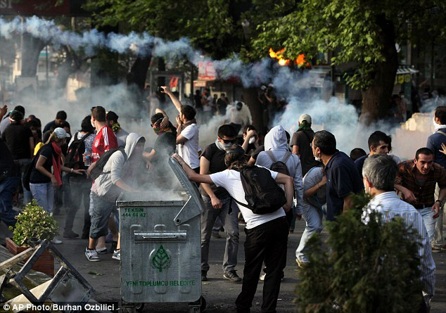 Turks clash with security forces in Ankara