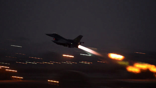 US begins airstrikes against IS targets in Iraq