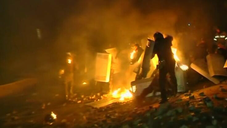 Violent anti-government protests continue into night in Kiev