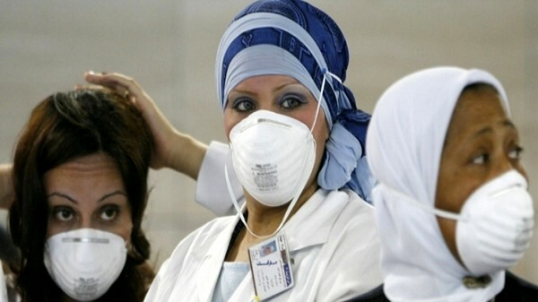 Women wear masks in Saudi Arabia for fear of SARS