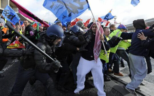 Workers clash with police as they try to block Charles de Gaulle Airport